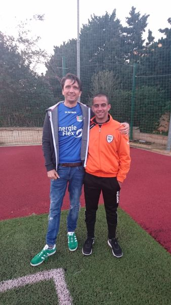Mit Organisator Andrea Vella (Director of Youth Development bei Swieqi United FC)