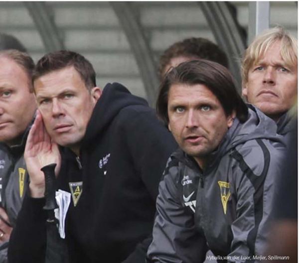 Fussballtrainer Peter Hyballa im DFB-Pokalspiel mit Alemannia Aachen gegen Bayern München