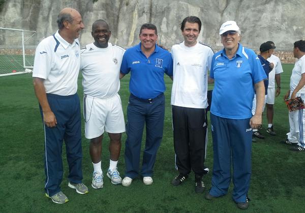 Hyballa mit dem Trainerteam A-Nationalmannschaft Honduras sowie C.Rocholl