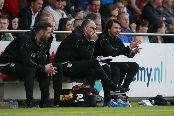 Hyballa im NL-Trainer- und Mitarbeiterteam